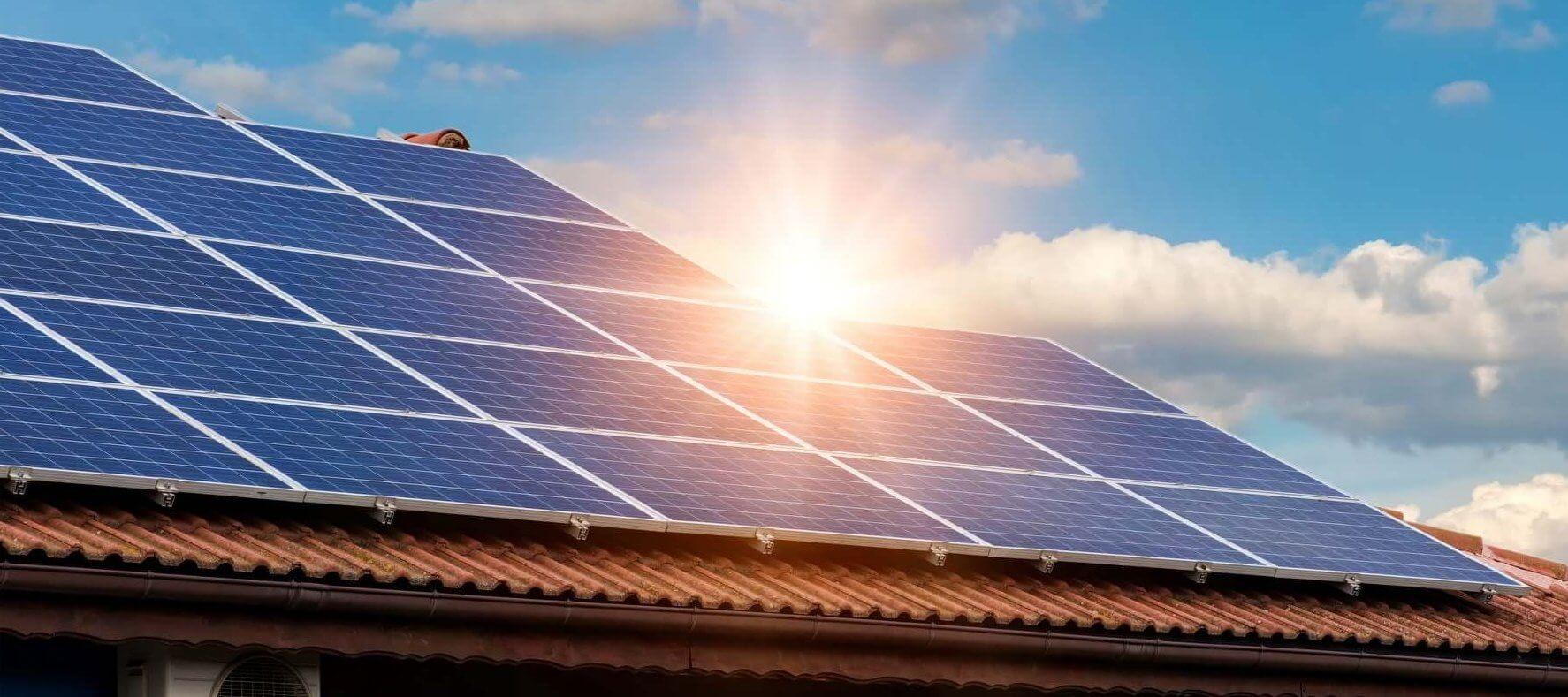 Kaj pomeni samooskrba s sončno elektrarno oziroma net metering?