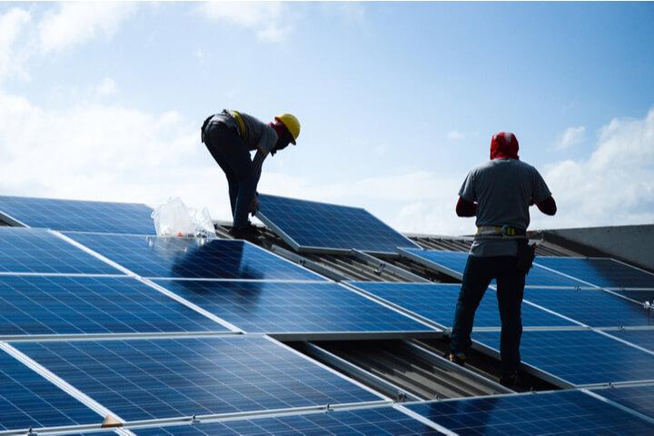 Sončna elektrarna od načrtovanja do montaže, priklopa in subvencije